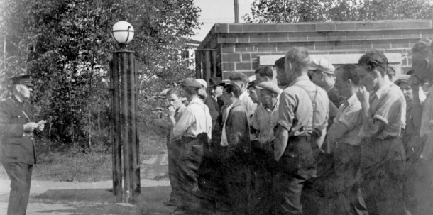 During the Depression, there was always a line of men waiting at the Wright Hargreaves Mine in hopes of landing a job. (Museum of Northern History)
