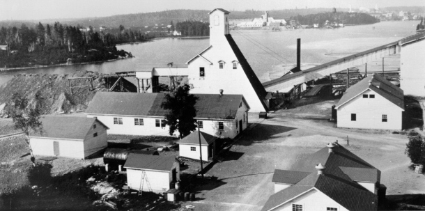 The Wright Hargreaves Mine and mill in 1927. Site of Heath & Sherwood head office from 1960 to 2004. (Museum of Northern History)