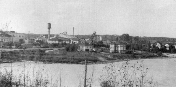 The Teck Hughes Mine was a small town in itself. Many employees lived on the property, just a short walk from the centre of Kirkland Lake. (Museum of Northern History)